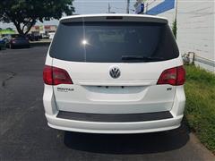 2014 Volkswagen Routan SE w/RSE & Navigation